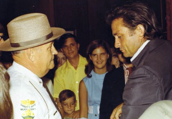 Sheriff Ralph Jones & Johnny Cash in 1970