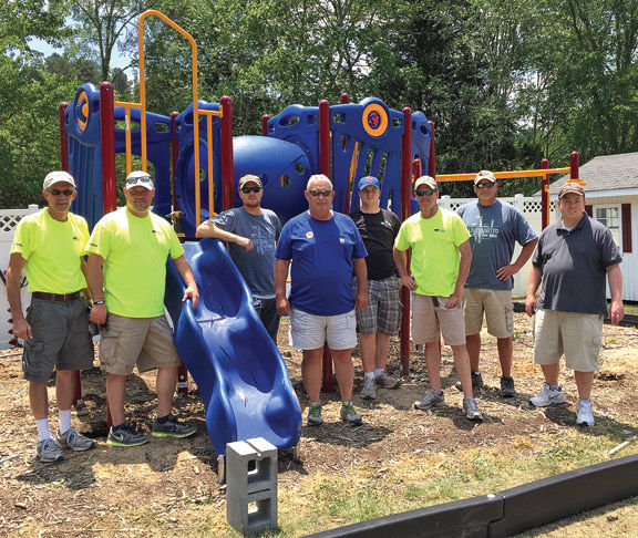 Family Crisis Center Playground / Shaw Ringgold Volunteers