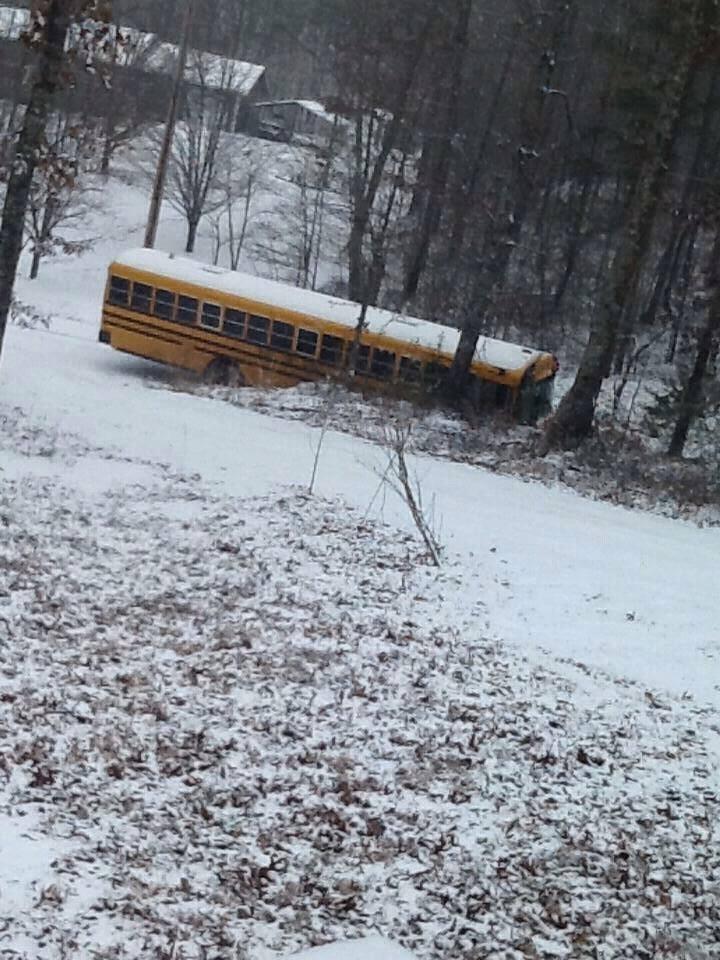 snow2-stuck_bus